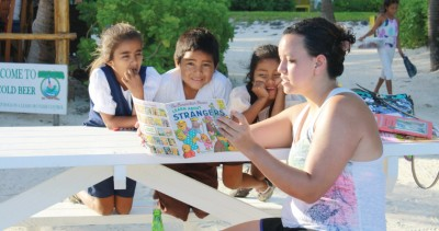 Lexi Zebrowski reads a story to children in Belize. Zebrowski and other students in Comparative Education spent time in classrooms in Belize during block 6. (Credit: Jill Heinrich)