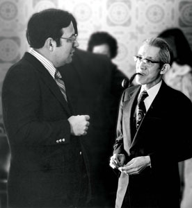 For a brief time in the 1970s Coe and Cornell operated a joint program, beginning in 1976 with a shared conference wih the Consolate General of Japan in Chicago, Hiroji Yamaguchi. Here, Cornell President Philip Secor visits with Yamaguchi. (Photo courtesy of the Cornell Archives)