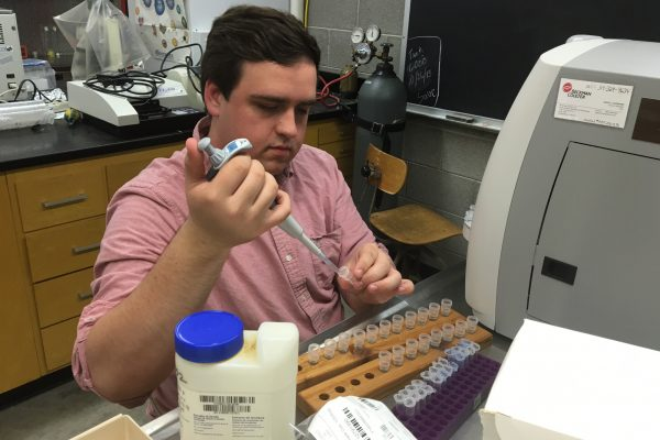 Professor of Biology & Chemistry Jeff Cardon and Brett Krull '17 are researching how yeast cells decide how to use resources they get from the environment.
