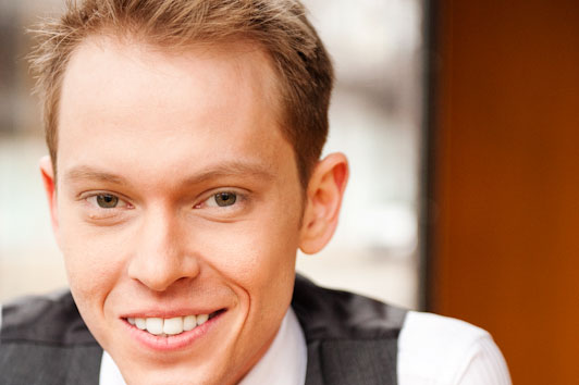 Chicago's largest free weekly newspaper has recognized a Cornell College alumnus for his work on the theatre scene.