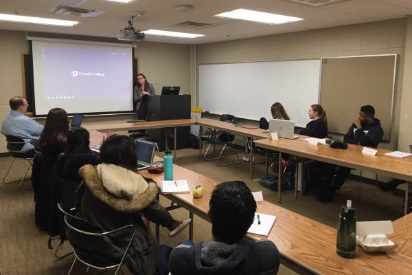 Rachel Antonuccio '02 talks with students about her experiences working for the Johnson County Public Defender's Office.
