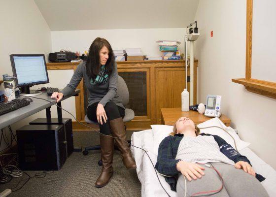 Professor Melinda Green works with Elisabeth Sage '19.