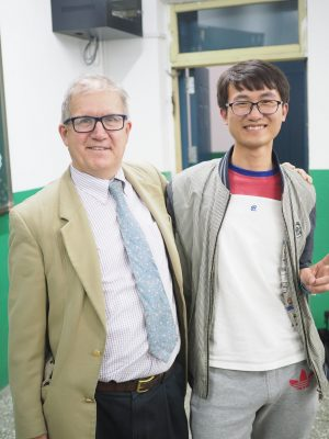 Professor Leon Tabak poses for a picture with a Beihua student.