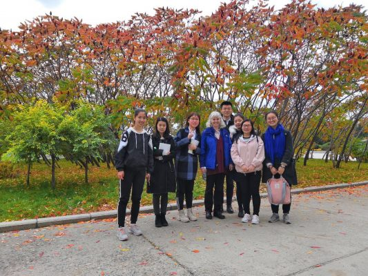 Professor Kara Beauchamp meets with Beihua University Communications Engineering Students
