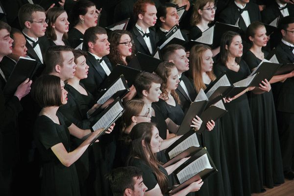 Cornell College Concert Choir will host a Carol Sing at 3 p.m. Sunday, Dec. 2, in King Chapel.  The sing-along concert also features college organist Mark Baumann.