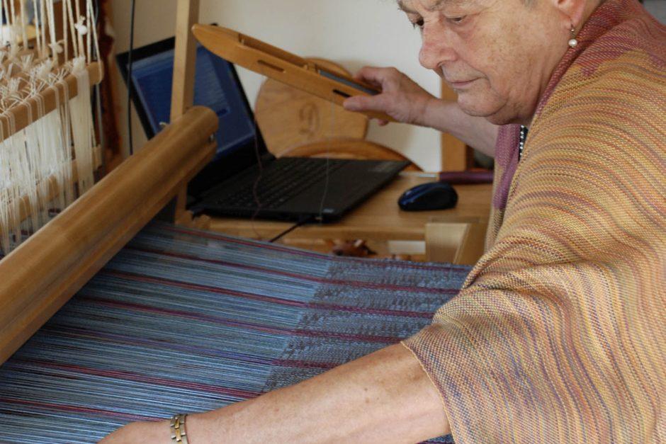 Diane Crowder weaving