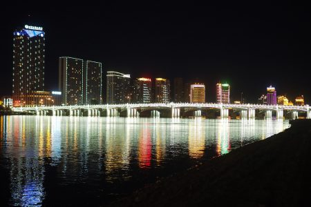 Jilin City's Riverside Park at night
