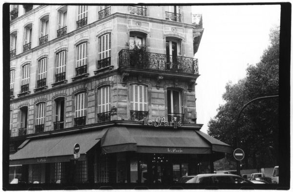 Black and white photo of a building that says le Paris