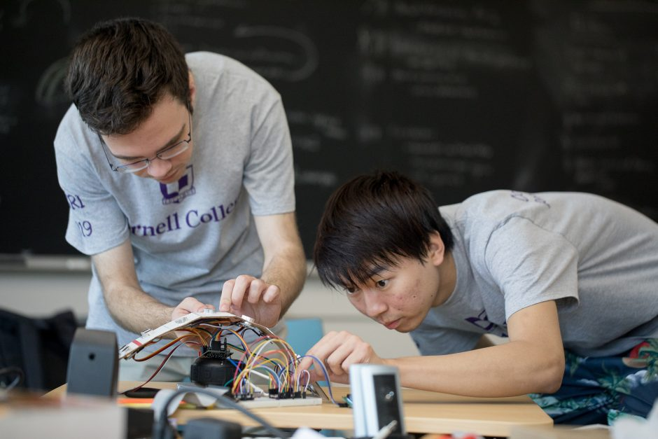 Qingbao Wang and Will Dragon working on summer research