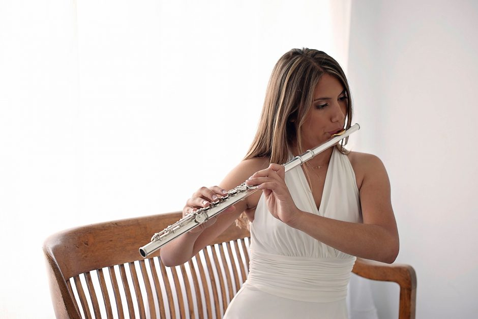 Raquel Ruiz playing flute